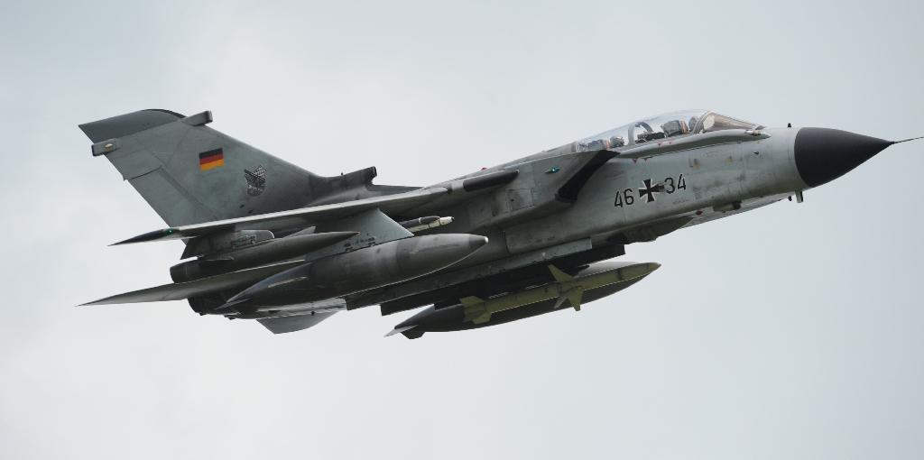 German cabinet approves military aid for IS fight