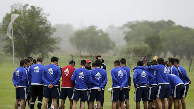 Paraguay's soccer head coach Ramon Diaz speaks to his players during a training session in Ypane