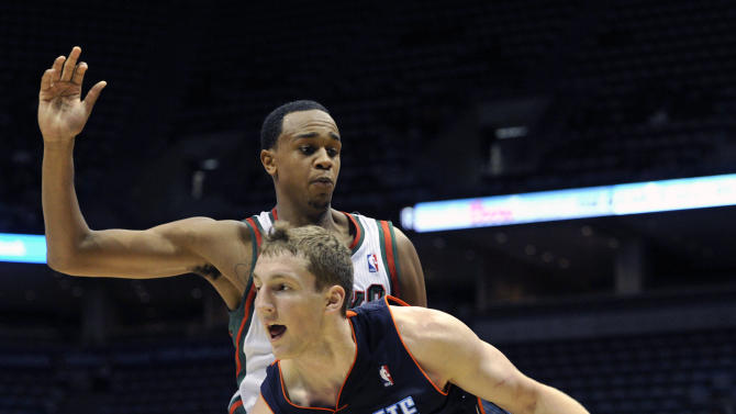 Pargo has 24 to spur Bobcats past Bucks 83-76