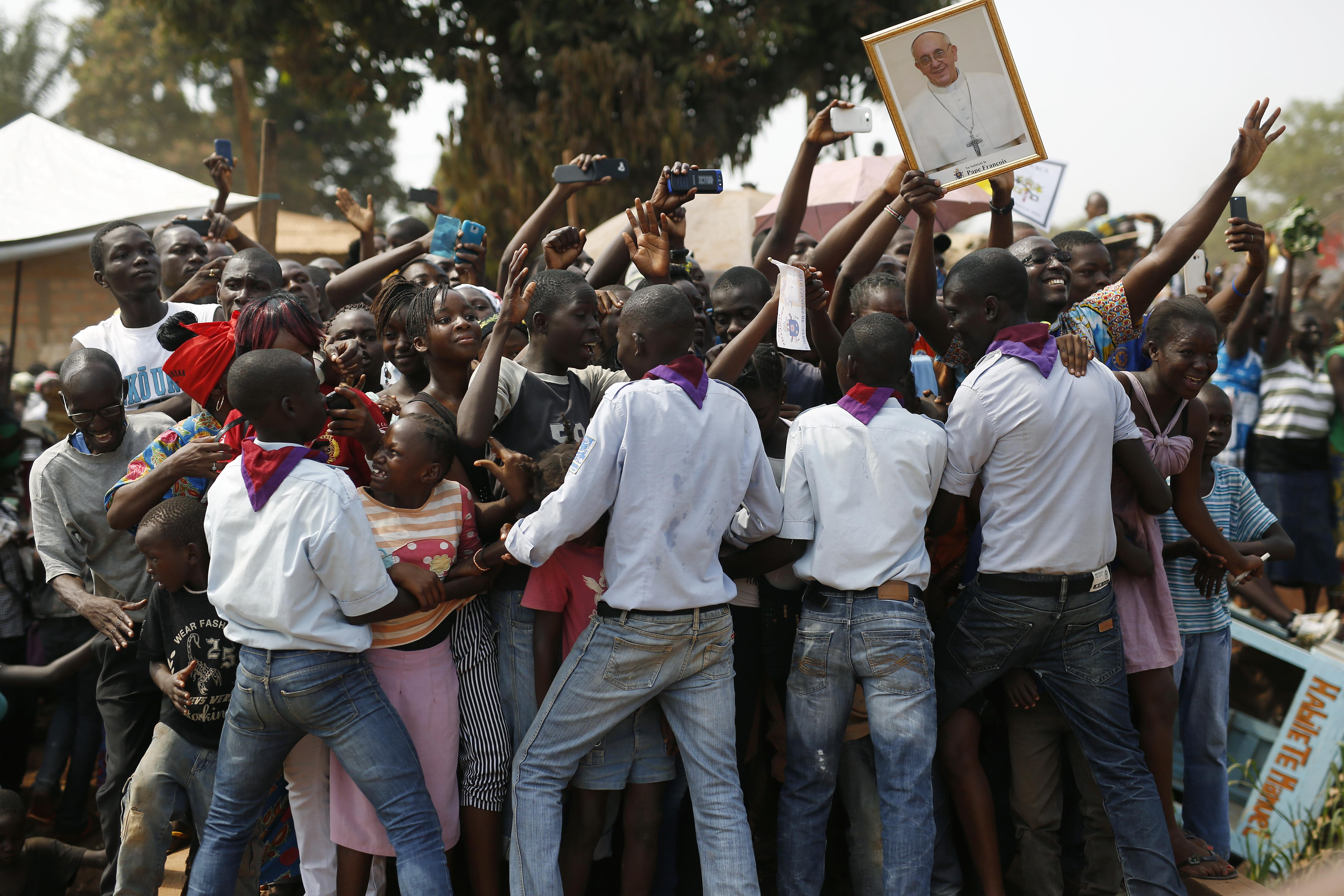Pope brings peace message to Central African Republic