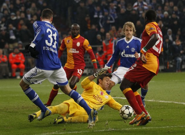 Galatasaray's goalkeeper Muslera saves in front of Schalke 04's Draxler during their Champions League soccer match in Gelsenkirchen