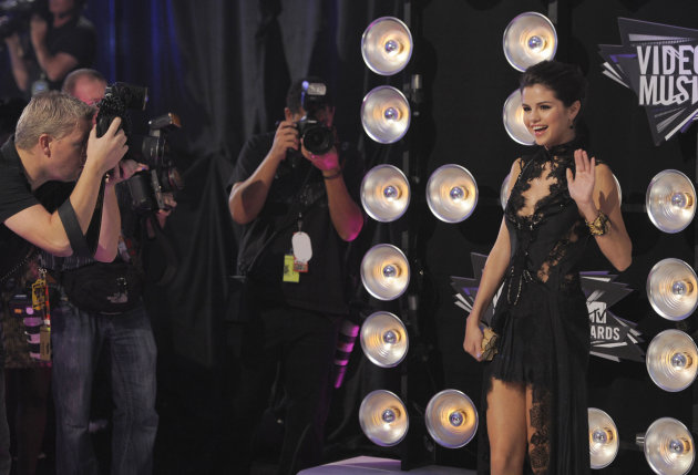 Selena Gomez arrives at the MTV Video Music Awards on Sunday Aug. 28, 2011, in Los Angeles. (AP Photo/Chris Pizzello)