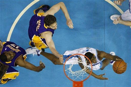 Bryant leads Lakers past Hornets in OT, 107-101
