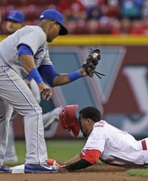 Reds OF Hamilton hurts left hand on diving catch