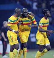 Mali's midfielder Bakaye Traore (C) celebrates scoring a goal with team mates during the African Cup of Nations (CAN) football match Malia vs Guinea at the Stade de Franceville. Mali won the match 1-0. (AFP Photo/Pius Utomi Ekpei)