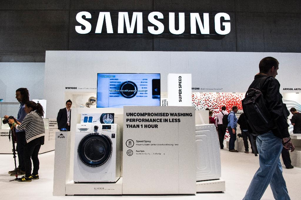 Samsung eyes fix after complaints of 'exploding' washers