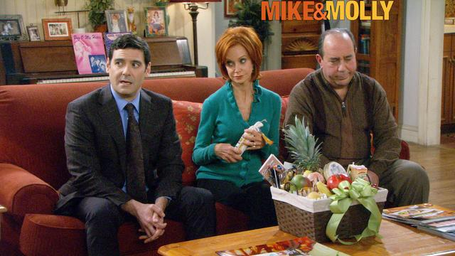 Mike & Molly - Disappearing Act