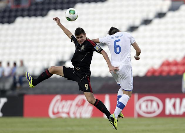 Italy's Ivan De Santis, right, and Mexico's Alejandro Diaz fight for the ball during the World Cup U-17 round of 16 soccer match between Italy and Mexico at Zayed sport city in Abu Dhabi, United Arab