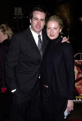 Premiere: Jason Lee and Carmen Lee at the Hollywood premiere of Vanilla Sky - 12/10/2001