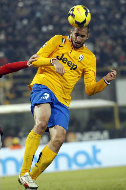 Juventus' Chiellini heads the ball to score against Bologna during their Italian Serie A soccer match at the Dall'Ara stadium in Bologna