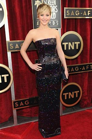 "Jennifer Lawrence Complains of ""Armpit Vagina"" at SAGs 2014, Talks Taylor Swift Photo Bomb"