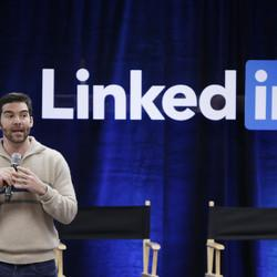 Why You Should Be Using LinkedIn More Like Facebook