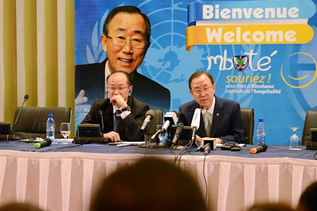 World Bank President Jim Yong Kim (left) and Ban Ki-moon give a press conference on May 22, 2013 in Kinshasa