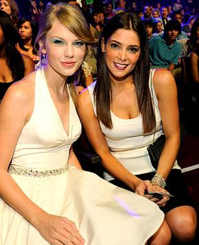 Joe Jonas Exes Taylor Swift, Ashley Greene Bond at Teen Choice Awards