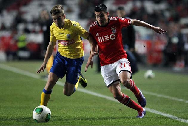 Benfica's Nico Gaitan, from Argentina, tussles for the ball with Arouca's Ivan Balliu, from Spain, left, during a Portuguese league soccer match between Benfica and Arouca at Benfica's Luz