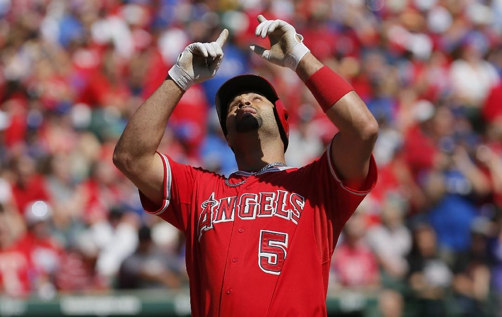 Mad Dash: Angels and their fans will try to set selfie sticks record