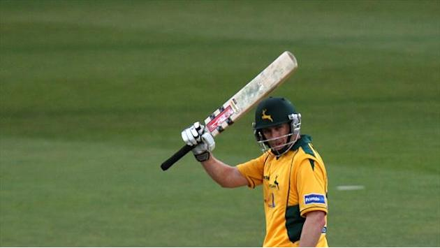 County - Hussey to join Notts once more