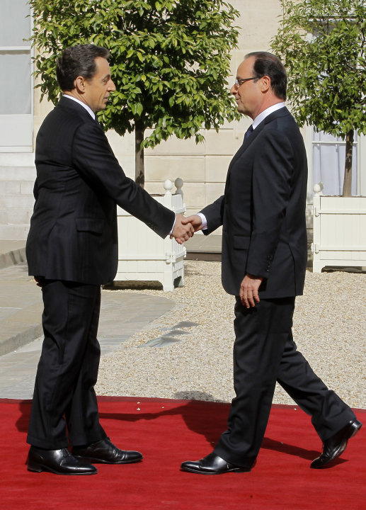 French President-elect Francois Hollande, right, shakes hands with outgoing President Nicolas Sarkozy before the handover ceremony, Tuesday, May 15, 2012 at the Elysee Palace in Paris.  (AP Photo/Jacq