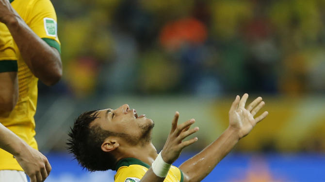 Brazil's Neymar celebrates scoring his side's 2nd goal during the soccer Confederations Cup final between Brazil and Spain at the Maracana stadium in Rio de Janeiro, Brazil, Sunday, June 30, 2013. (AP Photo/Victor R. Caivano)