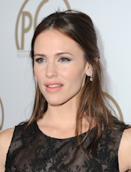 IMAGE DISTRIBUTED FOR THE PRODUCERS GUILD - Actress Jennifer Garner arrives at the 24th Annual Producers Guild (PGA) Awards at the Beverly Hilton Hotel on Saturday Jan. 26, 2013, in Beverly Hills, Calif. (Photo by Jordan Strauss/Invision for The Producers Guild/AP Images)