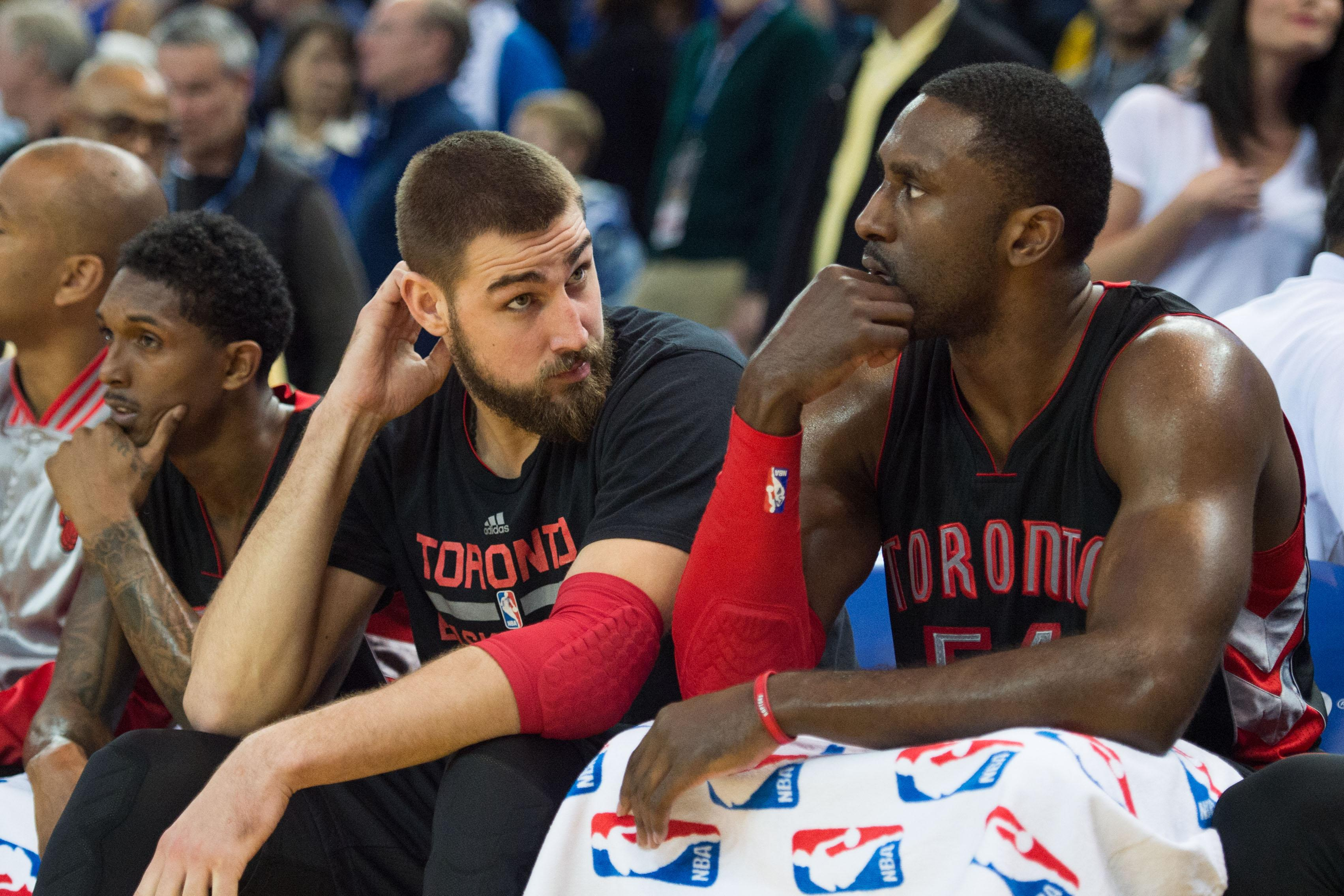 Mad Dash: NBA player wears mittens on the bench