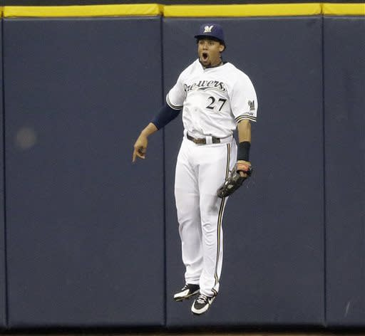 Gomez's catch preserves Brewers' 4-3 win over Reds