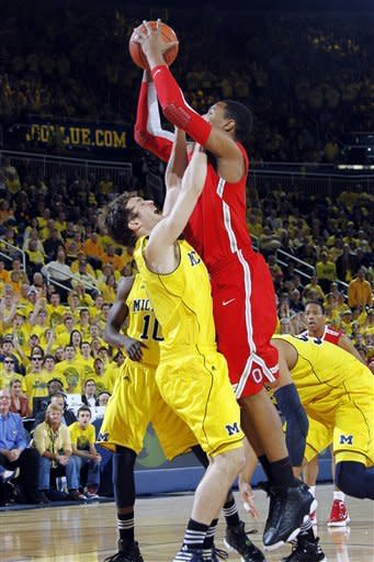 No. 17 Michigan beats No. 6 Ohio State 56-51