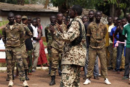 Seleka commander General Yaya Mahamat addresses troops in Bangui