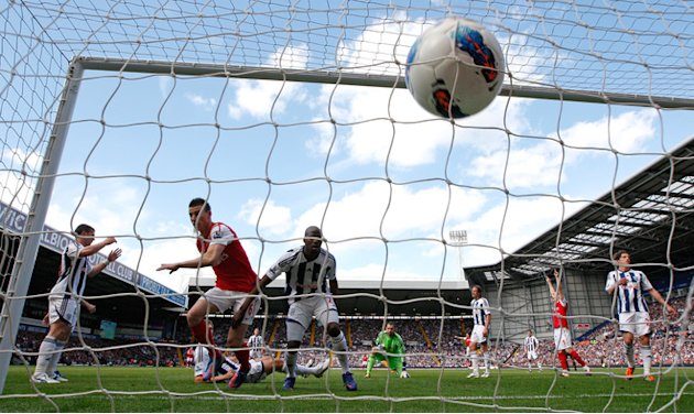 Arsenal's French Player Laurent Koscielny (2nd L) Scores His Goal   RESTRICTED TO EDITORIAL USE. No Use With AFP/Getty Images