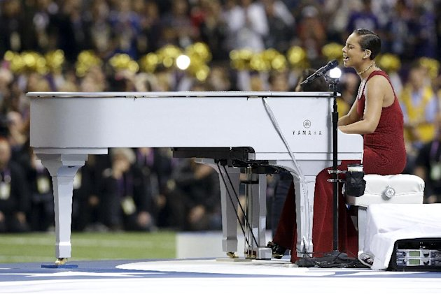 Alicia Keys sings the national anthem before the NFL Super Bowl XLVII football game between the San Francisco 49ers and the Baltimore Ravens, Sunday, Feb. 3, 2013, in New Orleans. (AP Photo/Patrick Se