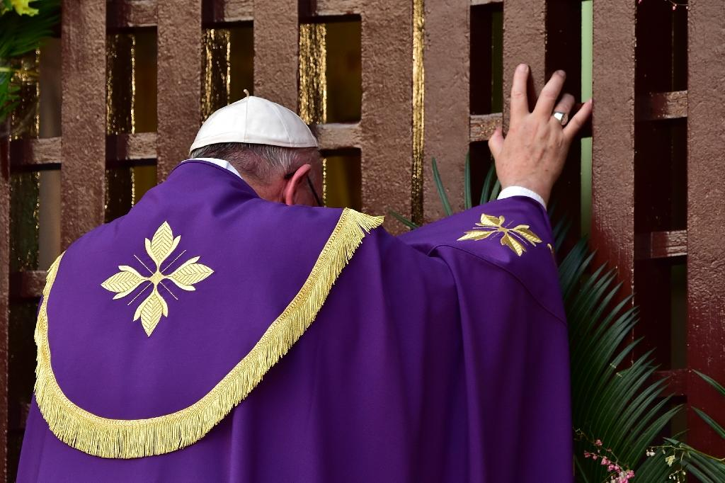 'Lay down your arms', pope says in divided Central Africa