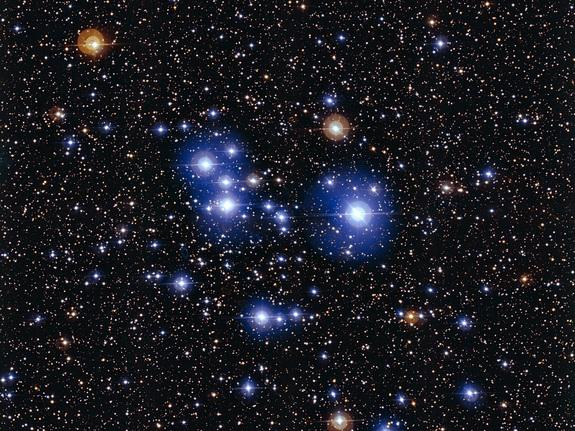 Blue Stars Sparkle in Spectacular Deep Space Star Cluster (Video, Photos)