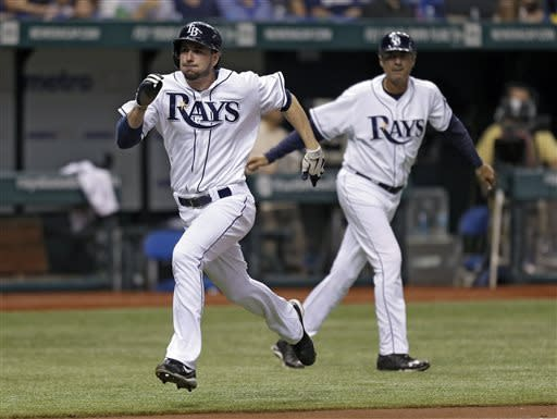 Ichiro hits 2-run single in 9th as Yanks top Rays