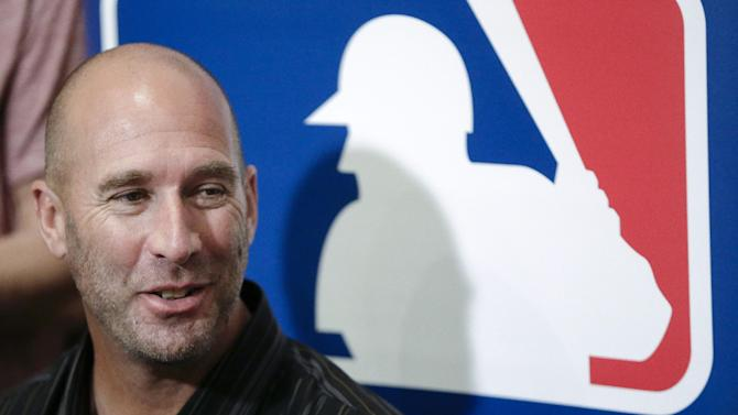 Chicago Cubs manager Dave Sveum answers questions during a news conference at the baseball winter meetings Tuesday, Dec. 4, 2012, in Nashville, Tenn. (AP Photo/Mark Humphrey)