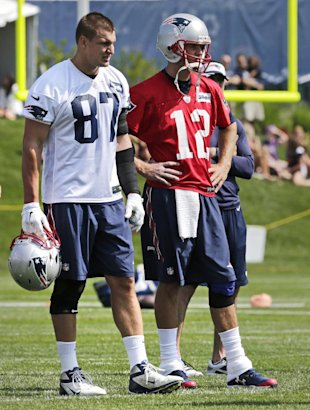 A healthy Rob Gronkowski makes a big difference for QB Tom Brady. (AP)