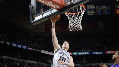 Home cooking: Spurs return to their court, beat Kings 112-85