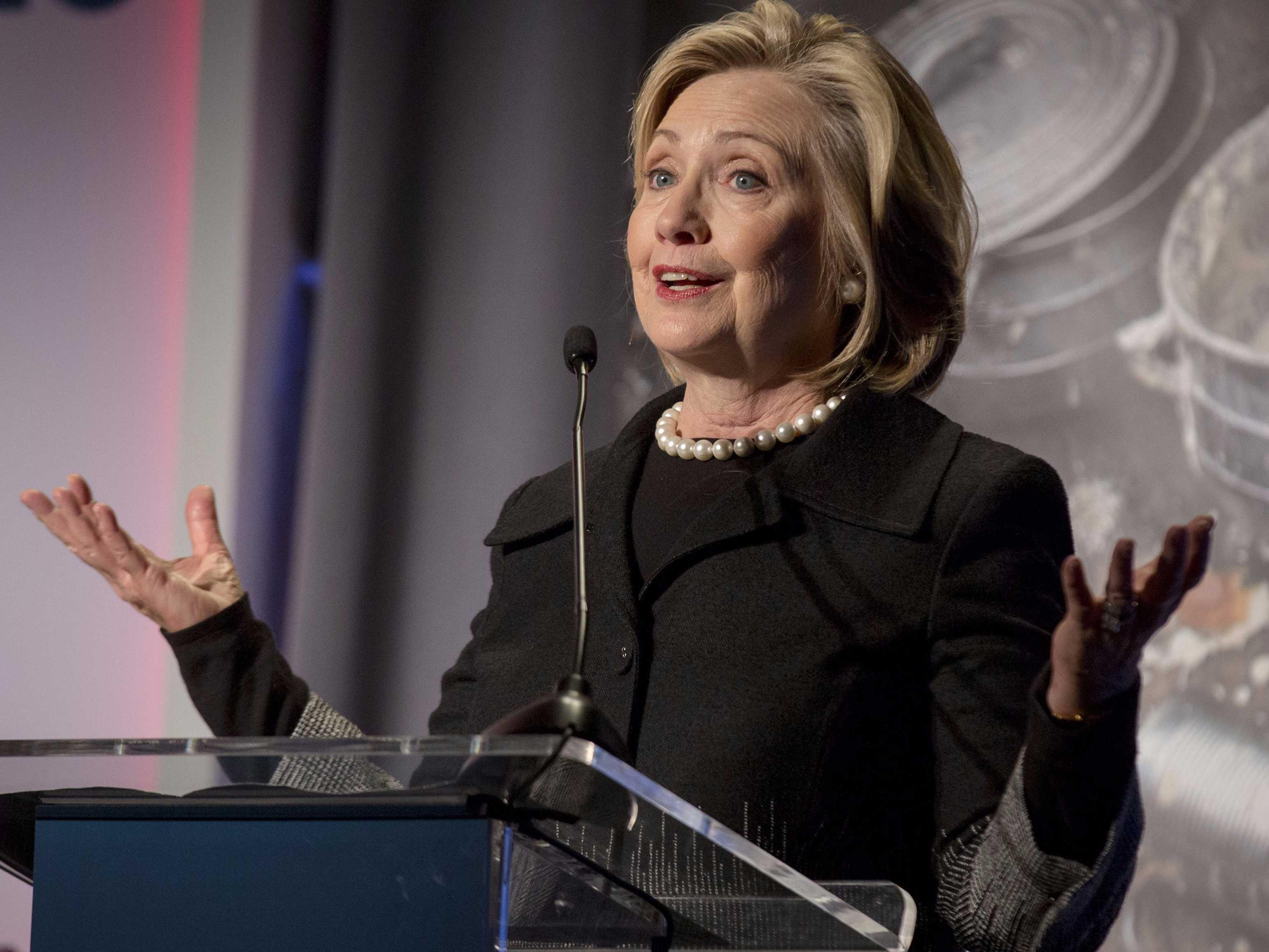 Here's how Hillary Clinton's Republican 2016 rivals reacted to her email scandal