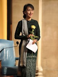 Aung San Suu Kyi, Myanmar's Member of Parliament, holds a yellow rose given to her by Lee C.Bollinger, Columbia University's president, at Columbia University's Low Library in New York, on September 22. The Nobel laureate has been received with acclaim in the US receiving the Congressional Gold Medal, the top honor bestowed by the legislature