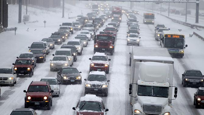 Traffic makes its way northbound on I-35W into downtown Minneapolis early Tuesday, March 5, 2013. The National Weather Service predicted a two-day snow total of 8 to 12 inches for much of southeastern and east-central Minnesota, including the Twin Cities. (AP Photo/The Star Tribune, Elizabeth Flores)  MANDATORY CREDIT; ST. PAUL PIONEER PRESS OUT; MAGS OUT; TWIN CITIES TV OUT