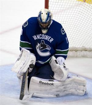 Luongo lifts Canucks to 2-1 win over Wild