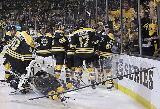 David Krejci Crushed By Pane Of Arena Glass During Bruins' OT Goal Celebration
