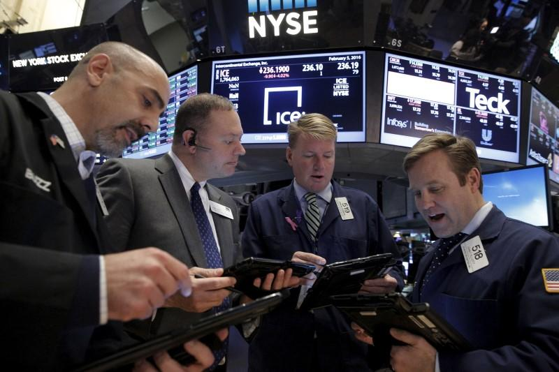Wall St. down over 2 percent as tech rout deepens, oil drops