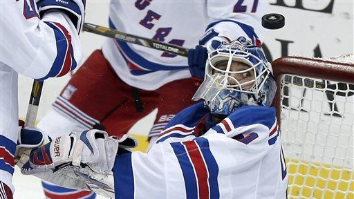 Lundqvist leads Rangers past Hurricanes, 4-1