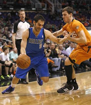 Larkin scores career-high 18, Mavs edge Suns