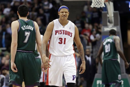Villanueva, Pistons beat Bucks 105-100