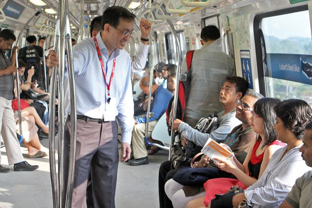 New SMRT chief executive Desmond Kuek took the train to work on his first day. (SMRT photo)