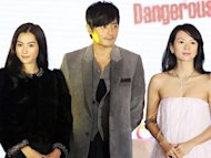 Zhang Ziyi and Cecilia Cheung avoiding each other