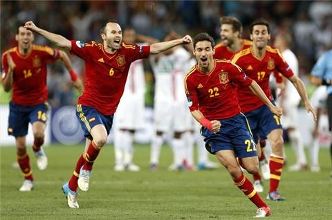 Spain beat Portugal on penalties