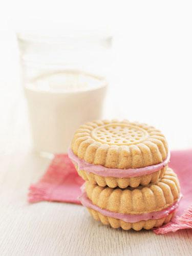 Strawberry Cream–Filled Sandwich Cookies