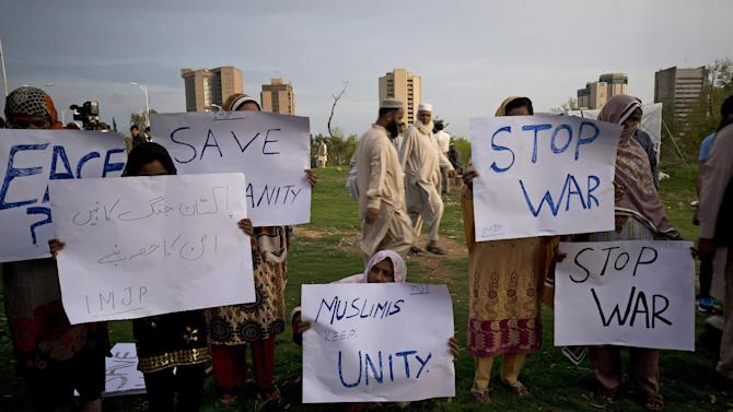 """People rally against the war in Yemen, in Islamabad, Pakistan, Monday, March 30, 2015. Pakistan dispatched a plane Sunday to the Yemeni city of Hodeida, to try to evacuate some 500 citizens gathered there, according to Shujaat Azim, an adviser to Pakistan's prime minister. Pakistan says some 3,000 of its citizens live in Yemen. Placard on left reads """"Pakistan should be a part of peace not war."""" (AP Photo/B.K. Bangash)"""